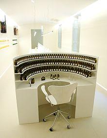 Orgue à parfum - Grasse - source Wikipédia - Taco Ekkel