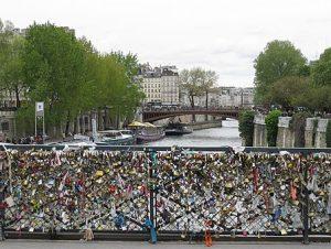 Pont des Arts - Cadenas d'amour - Source Wikipédia