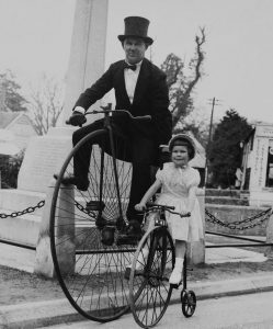 Father and daughter - London - 1905 - Source pinterest - Getty image