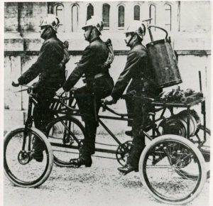 Sapeurs-pompiers intervention à vélo 1870
