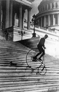 Will Robertson descend les marches du Capitole des États-Unis-1885 - Source Pinterest