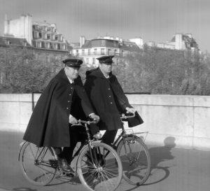 Patrouille de police - Hirondelles - Paris -Source Pinterest
