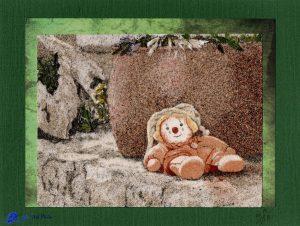 Tableau de sable - Doudou sur un muret en Croatie